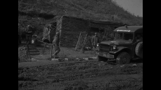 vídeos de stock, filmes e b-roll de a group of soldier huddle over a wounded colleague / armored personnel carrier with pan to ambulance with cross on the side / soldier walks toward... - sangue humano