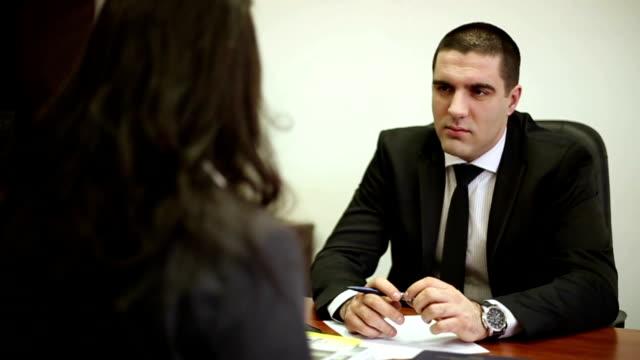 vídeos y material grabado en eventos de stock de una entrevista de trabajo - currículum vitae