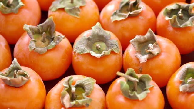 Um lote de maduro Diospiros frutas