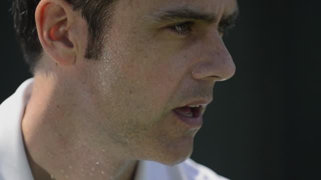 vídeos de stock e filmes b-roll de cu ecu of a male tennis player's sweaty face, eyes and intense expression as he gets ready to serve. - suor