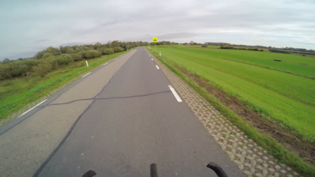 stockvideo's en b-roll-footage met pov of a man riding his bike in a european countryside. - rijwiel
