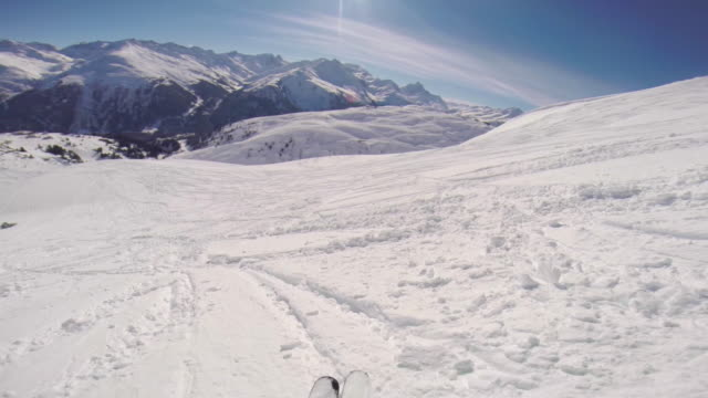 pov of a man skiing in the mountains in fresh powder snow. - arto umano video stock e b–roll