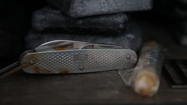 cu of a pocket knife - penknife stock videos & royalty-free footage