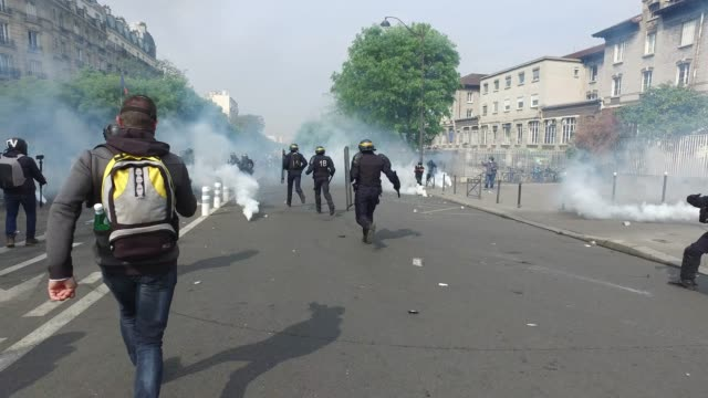 a policeman injured, tear gas. the annual may day protests on may 01, 2019 at boulevard de l'hopital, paris, france. more than 7,400 police and... - may day international workers day stock videos & royalty-free footage