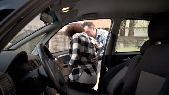 stockvideo's en b-roll-footage met een zwangerschap begint, zwangere vrouw gaan in het ziekenhuis met zijn man - african american ethnicity