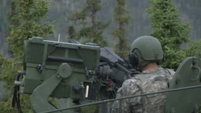 10s make a strafing run while soldiers assigned to the 5th squadron, 1st cavalry regiment, 1st stryker brigade combat team, 25th infantry division,... - infanteri bildbanksvideor och videomaterial från bakom kulisserna