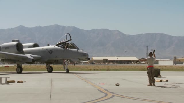 10s take-off, land at bagram airfield, afghanistan - bagram stock videos & royalty-free footage