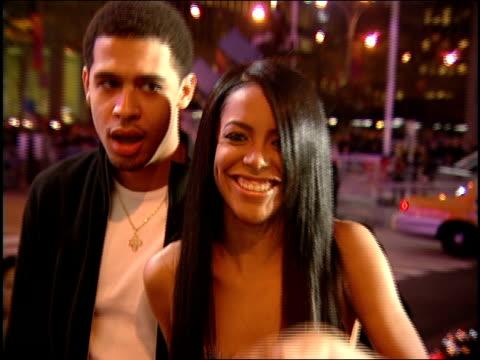 aaliyah and rashad haughton are arriving at the 2000 mtv video music awards. - b roll bildbanksvideor och videomaterial från bakom kulisserna