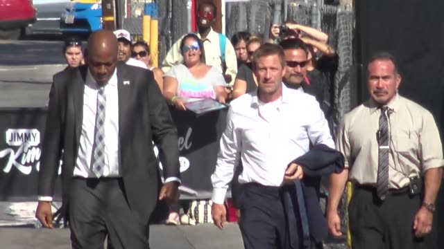 Aaron Eckhart arriving to Jimmy Kimmel Live in Hollywood in Celebrity Sightings in Los Angeles