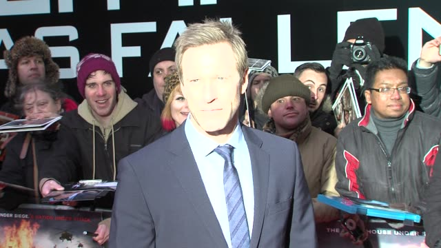 aaron eckhart at 'olympus has fallen' uk premiere at bfi imax on april 03 2013 in london england - aaron eckhart stock videos & royalty-free footage