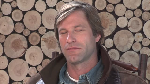 aaron eckhart at the 2006 sundance film festival hp portrait studio presented by wireimage at wireimage studio in park city utah on january 21 2006 - aaron eckhart stock videos & royalty-free footage