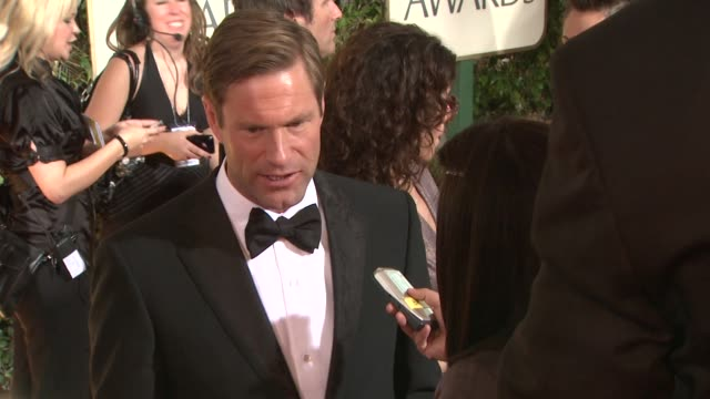aaron eckhart at the 66th annual golden globe awards arrivals part 2 at los angeles ca - aaron eckhart stock videos & royalty-free footage