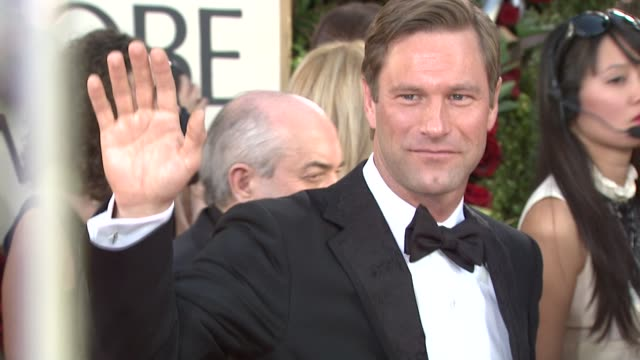 aaron eckhart at the 66th annual golden globe awards arrivals part 4 at los angeles ca - aaron eckhart stock videos & royalty-free footage