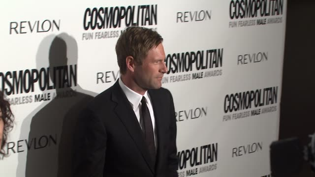 aaron eckhart at the cosmopolitan honors its fun fearless males of 2009 at los angeles ca - aaron eckhart stock videos & royalty-free footage