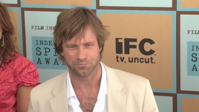 aaron eckhart at the the 21st annual ifp independent spirit awards in santa monica california on march 4 2006 - ifp independent spirit awards stock videos and b-roll footage