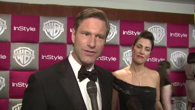 vídeos de stock, filmes e b-roll de aaron eckhart on his favorite part - steven speilberg getting his recognition, and on heath ledger's win at the instyle 2009 golden globes after... - heath ledger