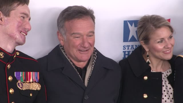 aaron mankin robin williams and guests at the 6th annual stand up for heroes presented by the new york comedy festival and the bob woodruff... - beacon theatre stock videos and b-roll footage