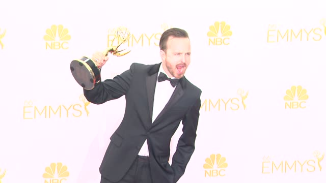 vidéos et rushes de aaron paul - 66th primetime emmy awards - photo room at nokia theatre l.a. live on august 25, 2014 in los angeles, california. - emmy awards