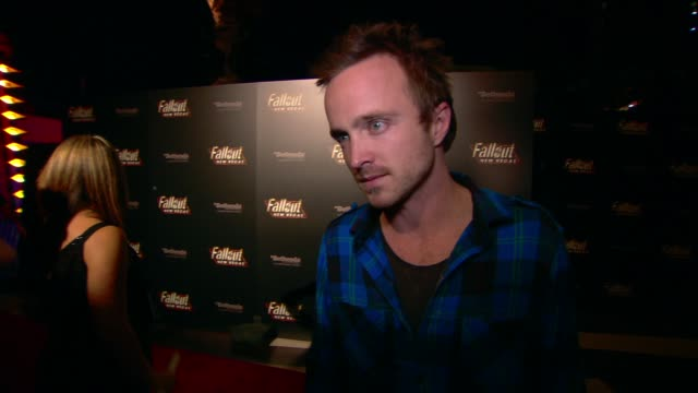 vídeos de stock, filmes e b-roll de aaron paul on the event at the 'fallout new vegas' launch party at las vegas nv - 2010