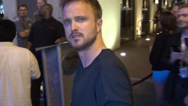 vídeos de stock e filmes b-roll de aaron paul talks avout finally of breaking bad on streets of san diego comic con at celebrity sightings - comic-con international 2013 celebrity... - television show