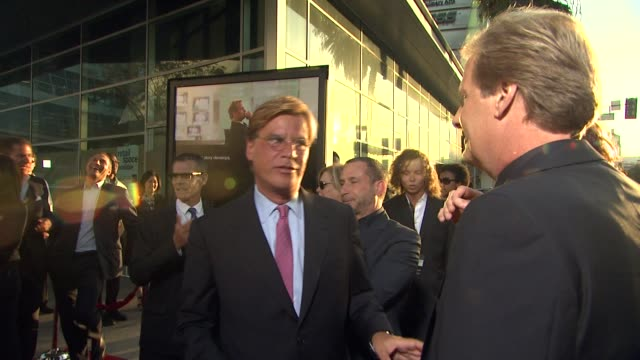 vídeos y material grabado en eventos de stock de aaron sorkin jeff daniels at hbo's 'the newsroom' premiere at arclight cinemas aaron sorkin jeff daniels at arclight cinemas cinerama dome on june 20... - cinerama dome hollywood