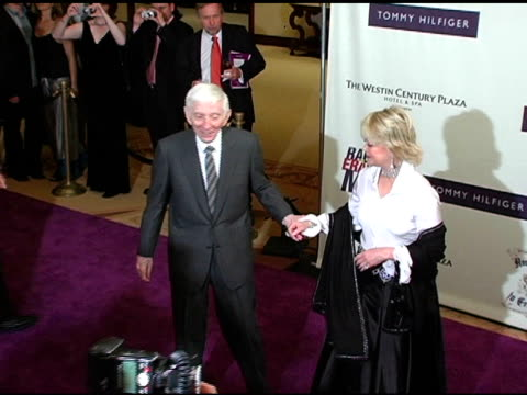 vidéos et rushes de aaron spelling and carol jean spelling at the 12th annual race to erase themed rock and royalty to erase on april 22, 2005. - race to erase ms