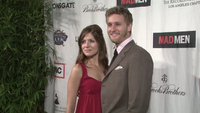vídeos de stock, filmes e b-roll de aaron staton at the lionsgate presents the live revue a night on the town with 'mad men' at los angeles ca - revista representação teatral