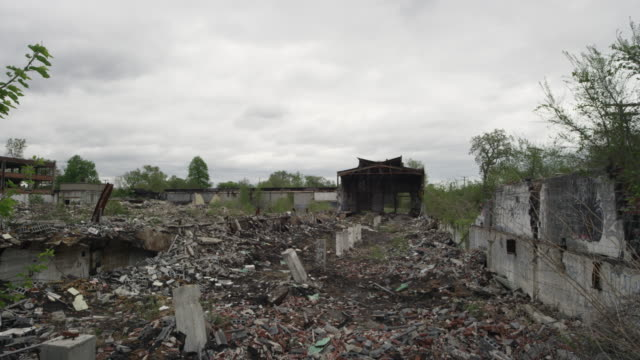 abandoned building in detroit and rubble   - ruine stock-videos und b-roll-filmmaterial