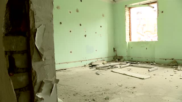 abandoned building in slowiansk - rubble stock videos & royalty-free footage