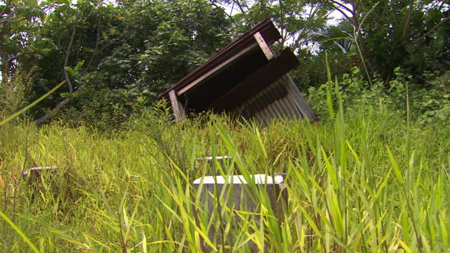 vídeos de stock, filmes e b-roll de abandoned dwelling with debris and blocks of wood nearby in vunidogola fiji after village has been relocated due to encroaching coastal waters from... - oceano pacífico do sul