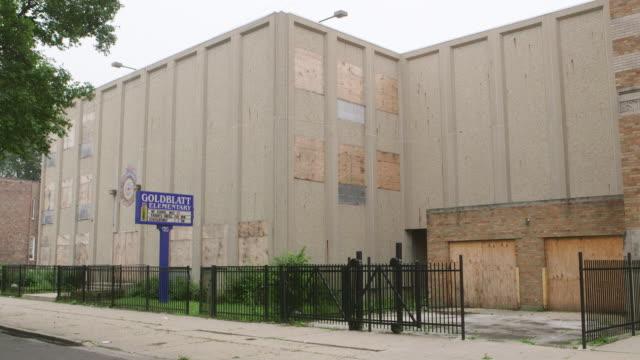 ws abandoned elementary school - 門点の映像素材/bロール