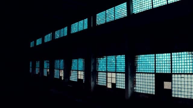 vidéos et rushes de usine abandonnée - a l'abandon