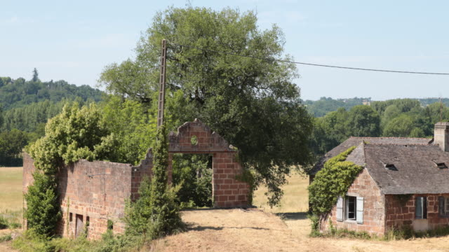 abandoned farm - aquitaine stock-videos und b-roll-filmmaterial