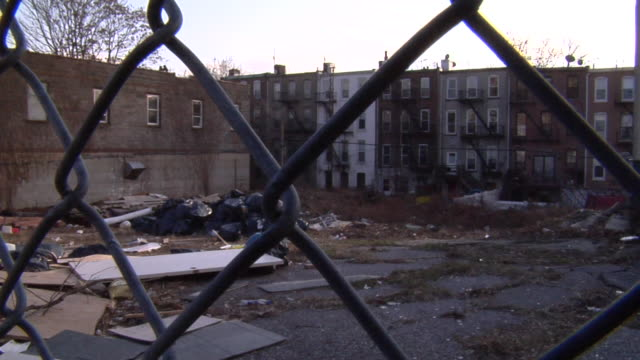 ms, abandoned industrial lot seen through chain link fence, park slope, brooklyn, new york city, new york, usa - abandoned stock videos & royalty-free footage