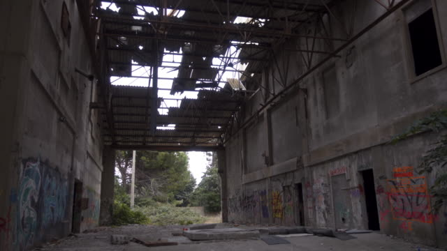 abandoned place / lost place rice factory tracking shot external - abwesenheit stock-videos und b-roll-filmmaterial