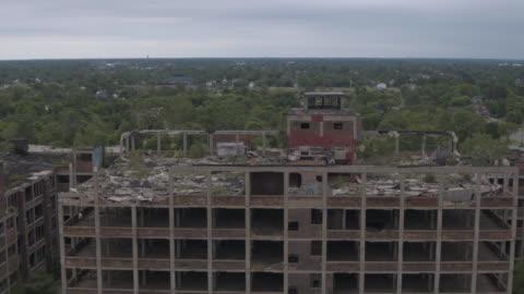 vidéos et rushes de antenne de detroit usine abandonnée - délabré