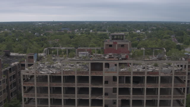 abandoned plant detroit aerial - condizione negativa video stock e b–roll