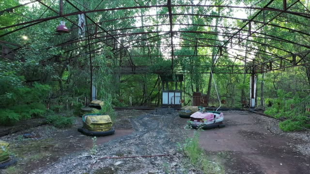 abandoned pripyat amusement park - radioaktiver niederschlag stock-videos und b-roll-filmmaterial
