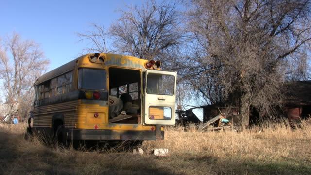 stockvideo's en b-roll-footage met abandoned school bus - verlaten slechte staat