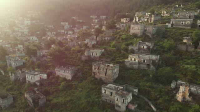 vidéos et rushes de a l'abandon village - après guerre
