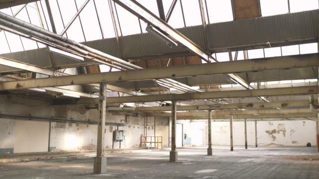 abandoned warehouse - deposito video stock e b–roll