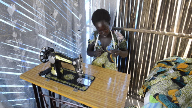 brac project, abau flora (26), brac sponsored tailoring, gave her sewing machine and training. has three kids, her husband is a day laborer. makes about $80 per month. - ブラック島点の映像素材/bロール