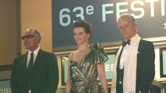 abbas kiarostami , juliette binoche and william shimell at the copie conforme red carpet: cannes film festival 2010 at cannes . - juliette binoche stock videos & royalty-free footage