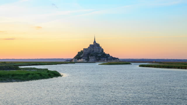 abtei mont-saint-michel - normandie stock-videos und b-roll-filmmaterial