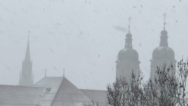 vidéos et rushes de abbey of st gallen and st lawrence church with snow - flèche clocher