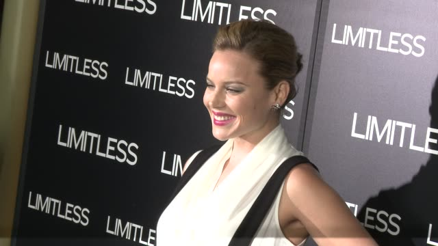vídeos de stock, filmes e b-roll de abbie cornish at the 'limitless' premiere at hollywood ca - abbie cornish