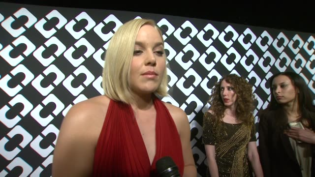 vídeos de stock, filmes e b-roll de interview abbie cornish on being a part of the night and what she appreciates about diane von furstenberg what she loved about her dress for the... - abbie cornish