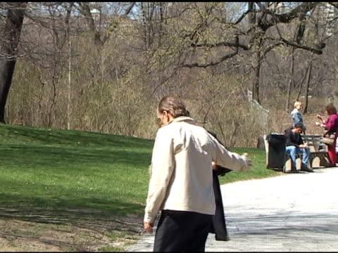 vídeos de stock, filmes e b-roll de abbie cornish on the set of 'dark fields' central park at the celebrity sightings in new york at new york ny - abbie cornish