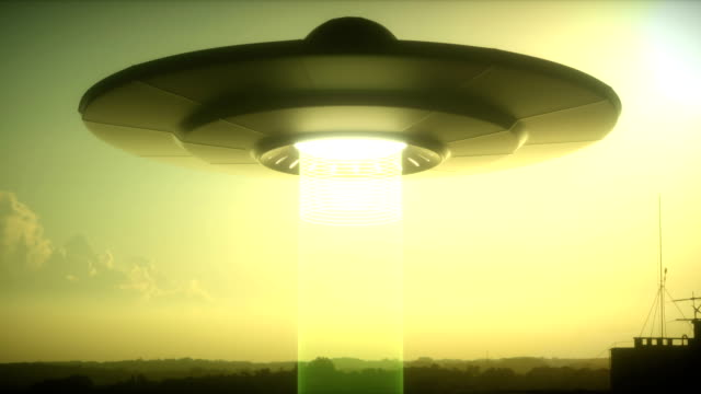 vídeos de stock, filmes e b-roll de ufo abduction - ufo