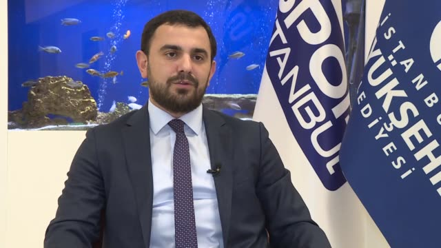 vídeos de stock, filmes e b-roll de abdulhalim aksu, head of spor istanbul, speaks in an interview on november 06, 2018 in istanbul. more than 100,000 people are expected to run in the... - number 9